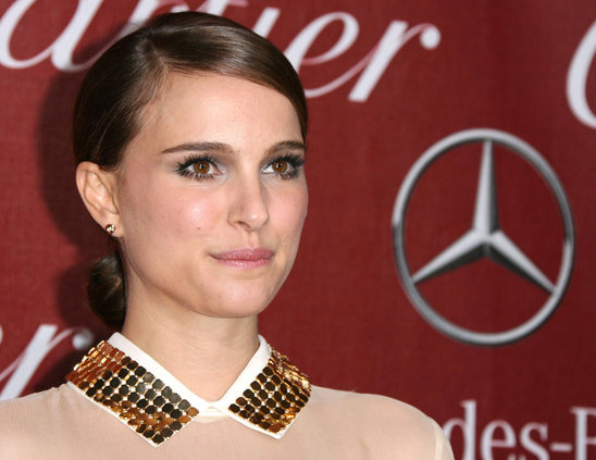 Add on an extra layer of mascara to emphasize your eyes as Natalie Portman ?
