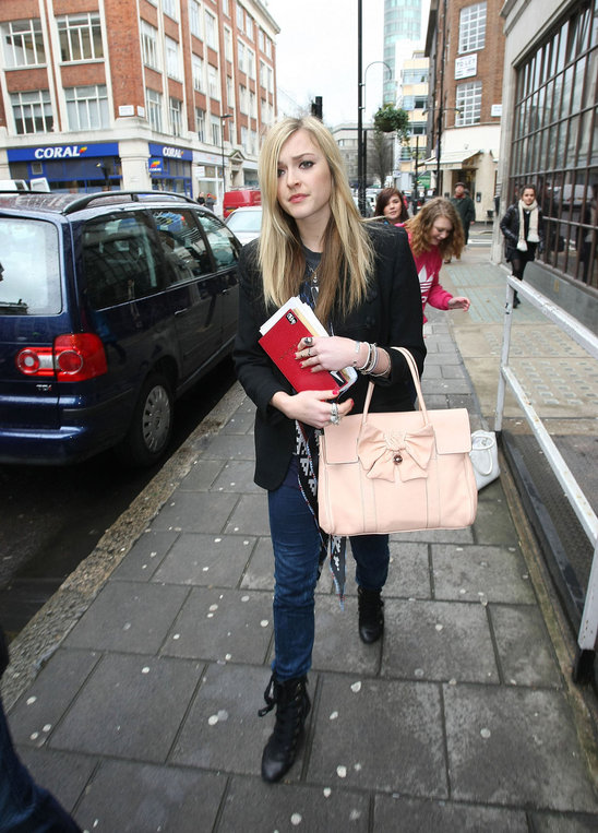 Fearne Cotton was seen carrying a Mulberry Bayswater.